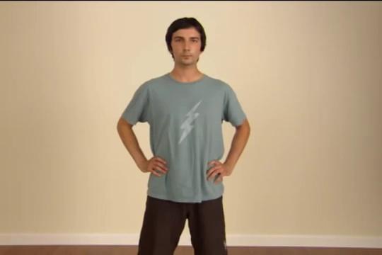 Enlever son tshirt rapidement - Comment plier un t shirt ...