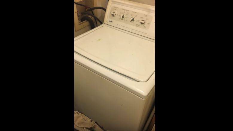 chanter avec une machine laver. Black Bedroom Furniture Sets. Home Design Ideas