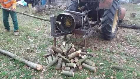 Couper du bois l 39 aide d 39 un tracteur - Explication tour de magie femme coupee en deux ...